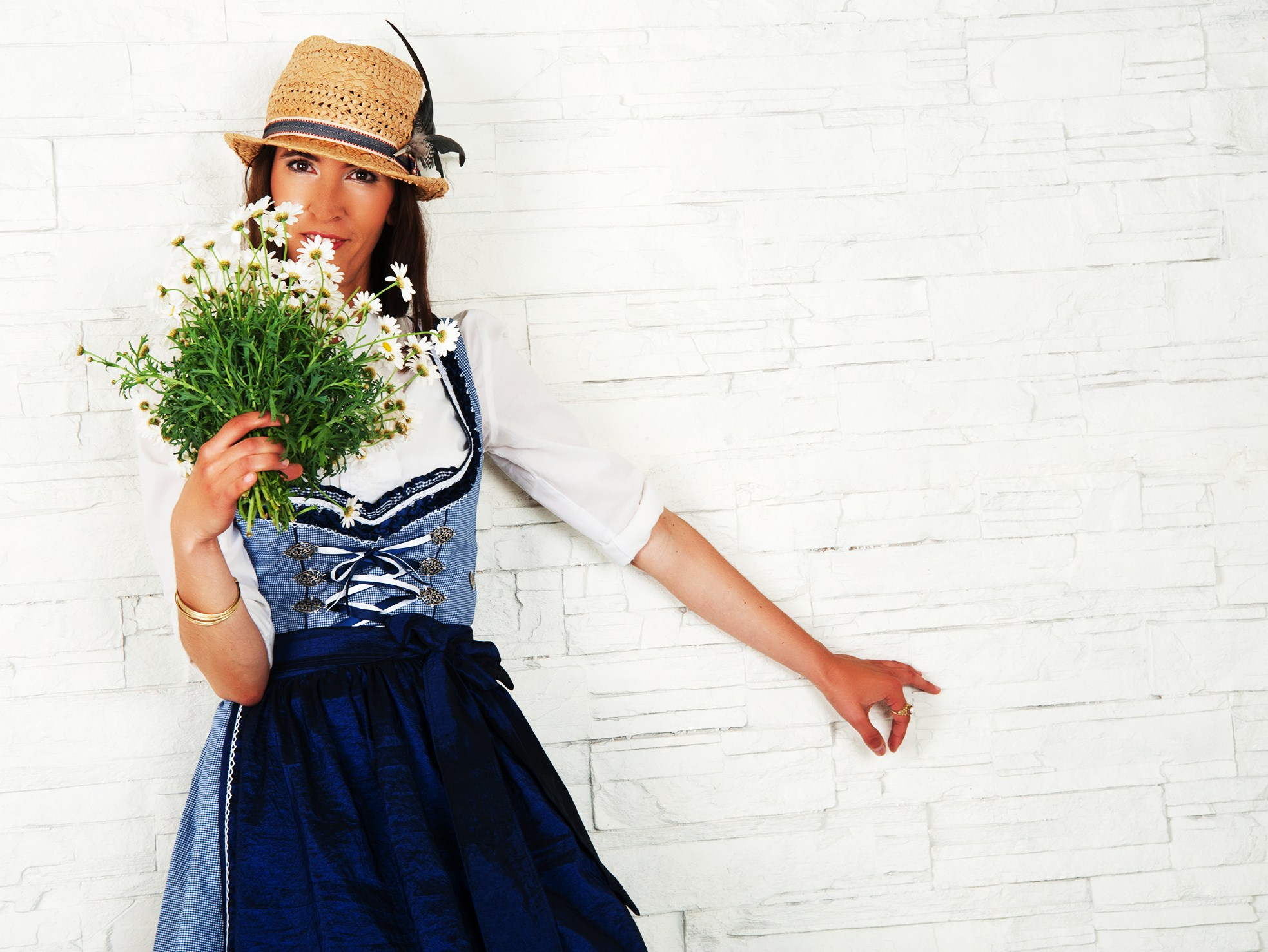 Fashionable_young_woman_posing_in_bavarian_dress_with_flowers_studio_concept_by_studioblom.de