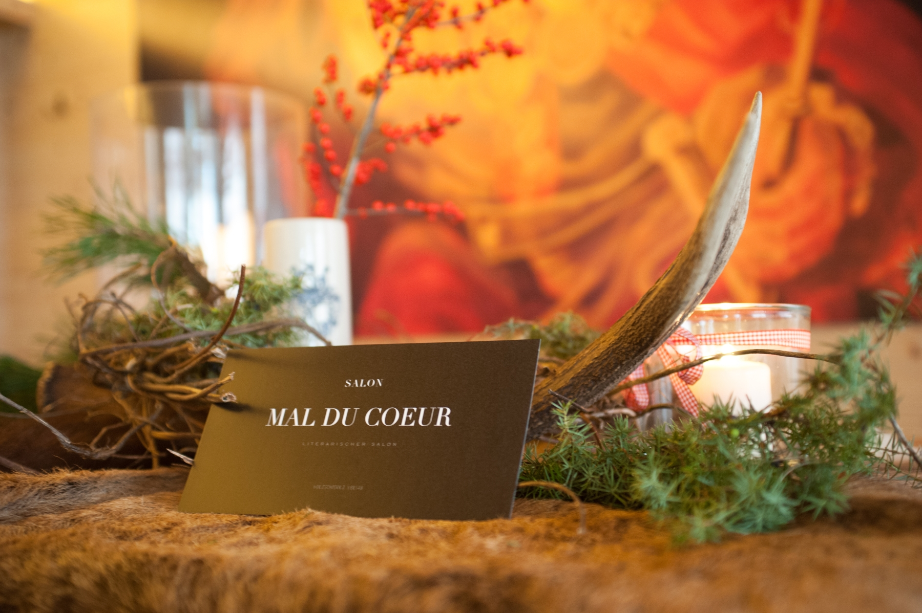Traditional_alpine_stilllife_with_deer_horn_deer_skin_junipers_candles_interior_concept_by_studioblom.de